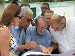 Oficiais de Justiça, peritos e representantes dos donos do terreno estavam no local. Foto: Patrick Granja