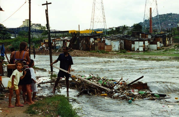 Enchente no Rio Timbó, 2003, foto por Rodrigues Moura