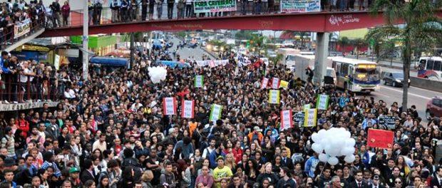 Mais de 5.000 se encontraram no ato. Foto: Léo Melo / Imagens do Povo