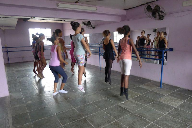 Aulas de dança para estudantes de todas as idades