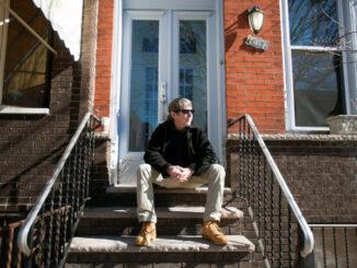 Jacy Webster solicitou um limite sobre seu IPTU depois que o valor de sua casa, na Filadélfia quintuplicou em meio a uma enxurrada de novas construções. Foto por Jessica Kourkounis para The New York Times.