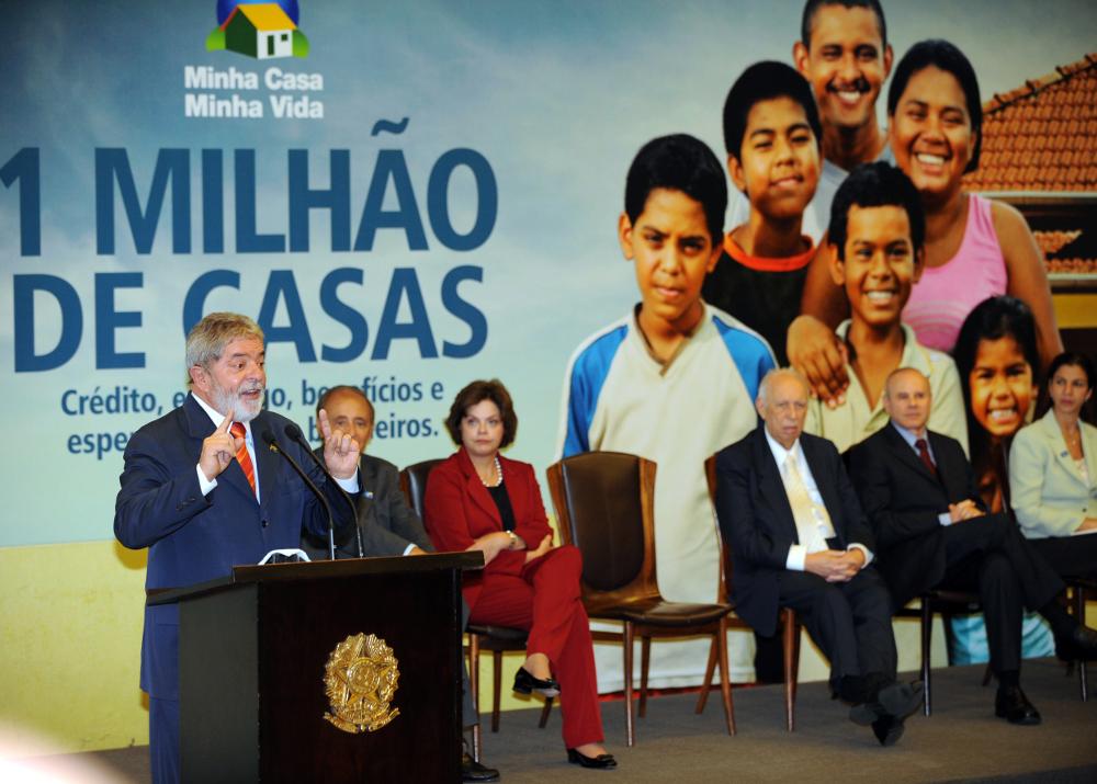 Lula no lançamento do programa Minha Casa Minha Vida em 2009. Foto de Agência Brasil