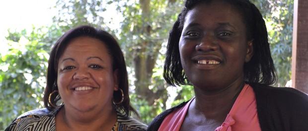 Mariley e Juanice sorriem para a câmera