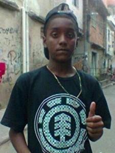 Em junho deste ano, Matteos Alves dos Santos (em uma foto do Facebook) foi pego pela polícia sem razão e assassinado.