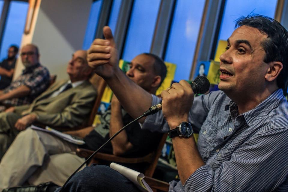 Edson Diniz, diretor de Redes de Desenvolvimento da Maré, falou sobre a violência policial no Complexo da Maré. Foto: Mídia Ninja