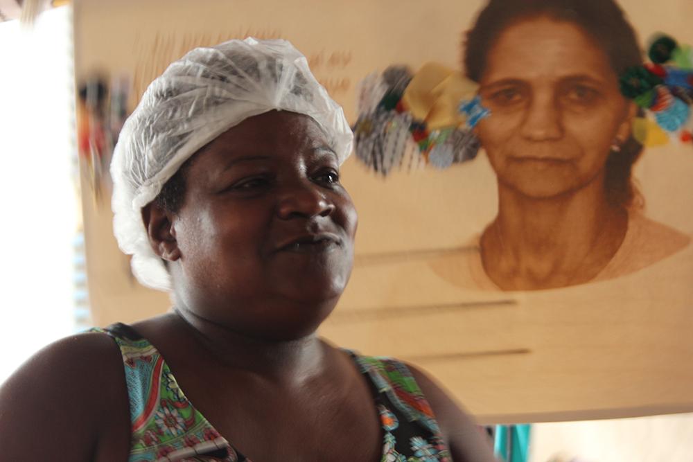 Rosimary, empreendedora e mãe solteira celebrada na procissão.