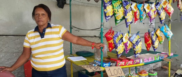 Creuza José Correia depende do seu comércio para sobreviver