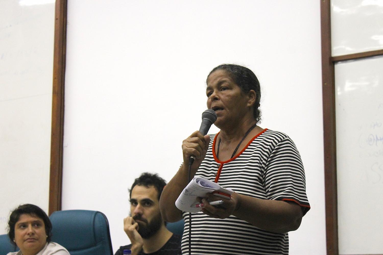 Jane Nascimento conta sua história de luta em Vila Autódromo.