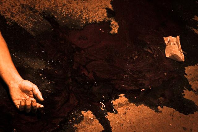Aliélson Nogueira, 21 anos, reciclador foi assassinado por policiais da upp da favela do Jacarezinho na noite de 05 de abril de 2013 enquanto comia uma cachorro quente na esquina. Rio de Janeiro, Brasil.