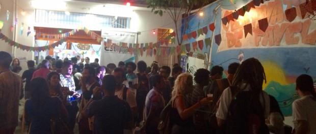 Confraternização da ESPOCC após aula inaugural no Observatório de Favelas