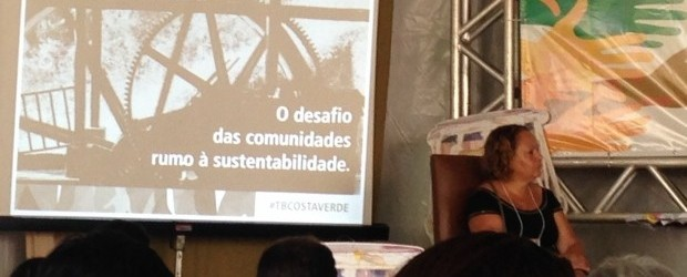 Professora Teresa Mendonça, da UFRRJ, participa da mesa sobre turismo de base comunitária.