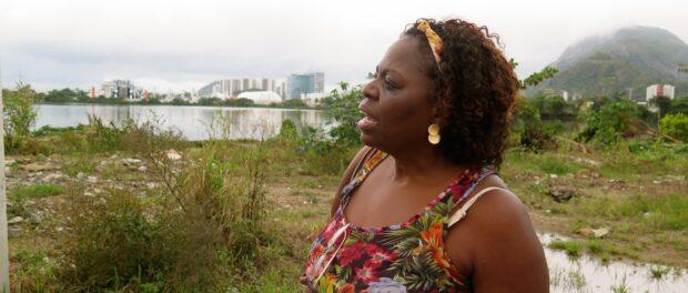 Heloisa Helena quer dedicar seus anos de aposentada a cuidar da Lagoa poluída, e montar seu novo Centro na parte da Vila Autódromo que permanecerá