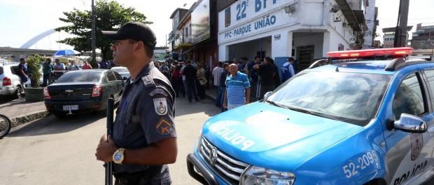 01 de maio de 2015 - Polícia Militar processo de substituição do exército na Maré continuar. Foto por André Gomes de Melo GERJ