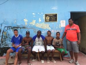 Grupo em frente a Associação de Moradores
