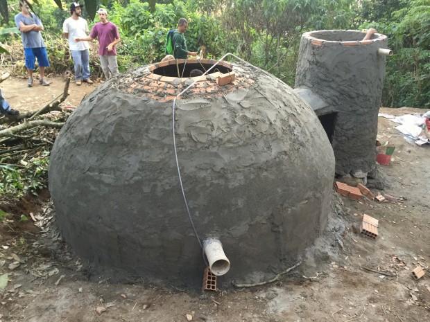 Construção do biodigestor em setembro de 2015