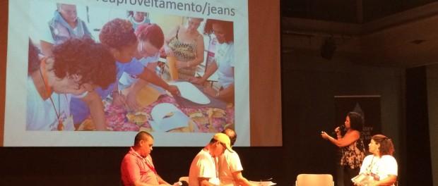 Janete Guilherme explica seu trabalho com as mulheres do Salgueiro.