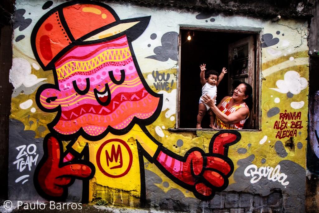 Encontro do Favela 8 - um dos maiores eventos de grafite do mundo, na Vila Operária, Duque de Caxias, que contou com um mutirão com centenas de artistas. Foto por Paulo Barros, 1 de dezembro de 2013.