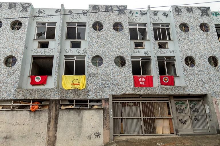 A Ocupação Vito Gianotti está ocupando um hotel abandonado no Santo Cristo