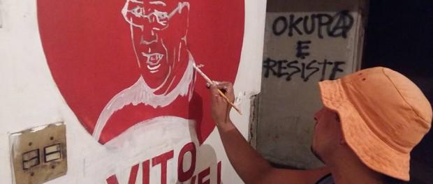 Ocupante pinta retrato do Vito Gianotti, líder de movimentos sociais