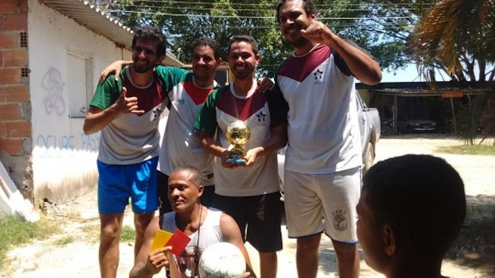 Campeões da Taça Libertadores da Vila Autódromo: Pelada da Esquerda FC