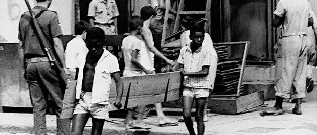 Remoção na década de 1960. Foto por Correio da Manhã