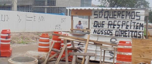 Nova barricada erguida pela comunidade em 14 de janeiro