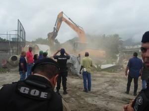 Demolição da casa do Altair. Foto da página  Comunidade Vila Autódromo no Facebook