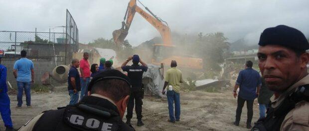 Demolição da casa do Altair. Foto da página da Vila Autódromo no Facebook