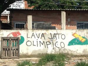 pichação anti-olímpica na comunidade ameaçada, Vila Autódromo
