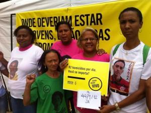 Mônica Cunha e mães contra a violência