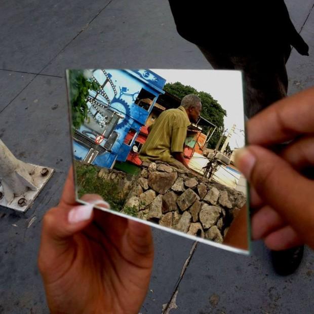 Oficina de fotografia usando espelhos. Foto de Íris Almeida, Larissa Neves e May Ximenes