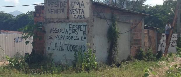 Os moradores de Vila Autódromo estão resistindo as forças delineadas no livro da Rolnik