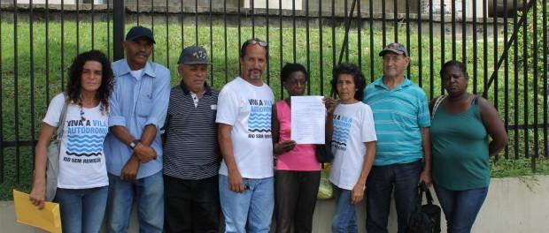 Vila Autódromo entregar a demanda à Câmara Municipal para que o prefeito discuta o plano de urbanização com eles pessoalmente.