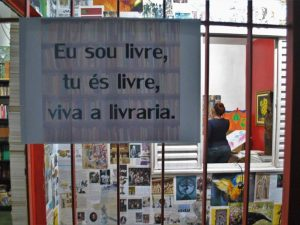Cartazes na FLICC. Foto por Diogo Bardu