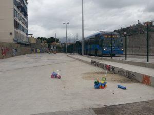 """Terrenos abandonados pela Prefeitura foram improvisados para o lazer das crianças herdeiras do """"Legado"""""""