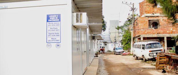Vila-Autodromo-containers