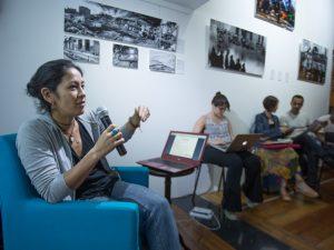 Mariana Tamari da  Artigo 19 fala na Casa Pública. Foto por Agência Jose Cicero / Public