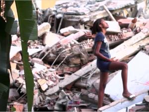 Screenshot do The Fighter: Naomy entre os escombros