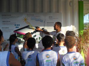 Escola primária visita a Onda Verde