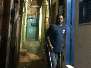 Valdir Mansur deficiente físico que mora na Rocinha.