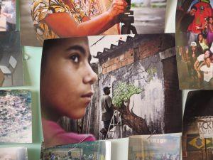Imagens da Vila Autódromo, favela perto do Parque Olímpico que recebeu moradia em área urbanizada após uma longa batalha contra a remoção.
