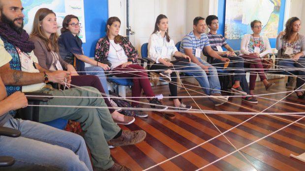 Grupo Cidades Prósperas durante dinâmica de aproximação do primeiro dia