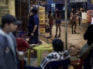 Vila Mimosa, na Zona Norte, é um centro da indústria do sexo. Foto por AP Photo / Felipe Dana