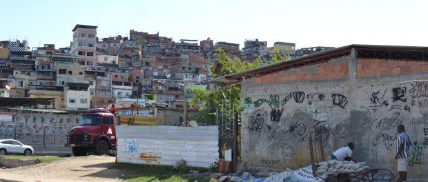 Vista do Morro do Timbau, uma das 16 comunidades do Complexo da Maré e onde Maré Vive foi criado.