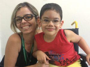 Maria e seu filho Alejandro de 5 anos