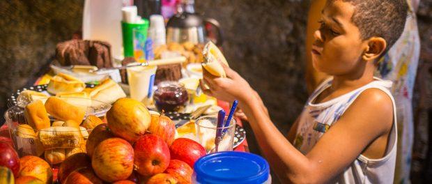 Café da manhã natural oferecido na sede - foto por Diogo de la Vega