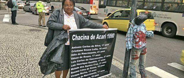 Ana Lúcia, da Rede de Comunidades contra a Violência, marca a chacina de Acari em 1990