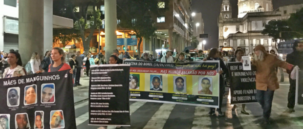 Protesto segue da Igreja da Candelária para a Estação Central