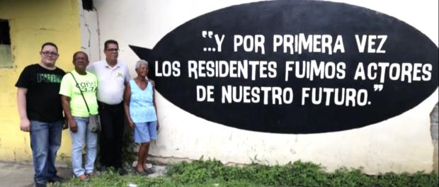 """Grafite """"...e pela primeira [nós] os moradores fomos atores de nosso futuro"""", em um muro em uma das 8 comunidades do TTC Caño Martín Peña."""