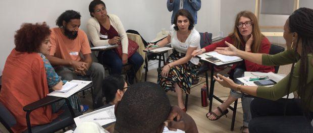 Lideranças conversam sobre opções de regularização fundiária em oficina de TTC. Foto por Line Algoed